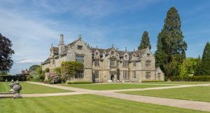 640px-wakehurst_place_mansion_west_sussex_uk_-_diliff
